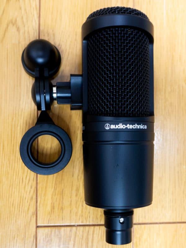 コンデンサーマイク audio-technica AT2020。本格的なマイクとしては津郵券