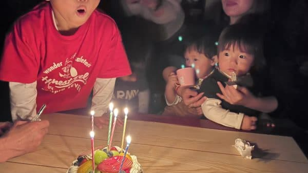 iPhone 12 Pro MAXで誕生日会のケーキを消す瞬間を撮影