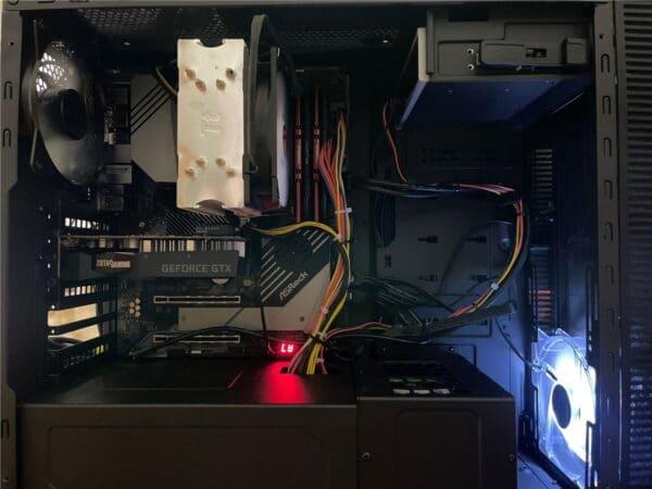 ASRock X570 Creatorに3時間超かけて換装した直後のPCケース内。毎回毎回ホント大変な苦行ですよね…