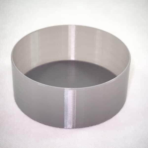 PETGフィラメントを使ってスパイラル(花瓶)モードで印刷した丸形のシンプルな深皿。色んな使い道があって便利です。