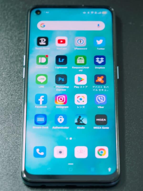 OPPO Reno5A ホーム画面。筆者がよく使うアプリを並べています。