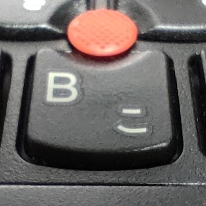 Thinkpadキーボードをマクロ撮影してみました。キーキャップの質感が細かく描写できるレベルのマクロ撮影は、使ってみると楽しくなりますね。