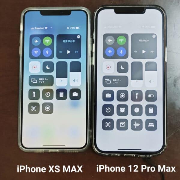 楽天モバイルに乗り換えた2台のiPhone(左が妻用iPhone XS Max、右が筆者用iPhone 12 Pro Max)