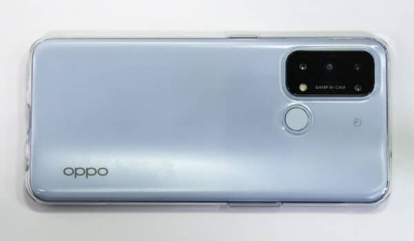 OPPO Reno5Aに標準添付ケースに搭載してみてもあまりサイズが変わりません。
