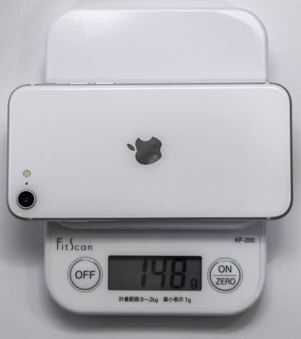 iPhone SEを計量器に載せた