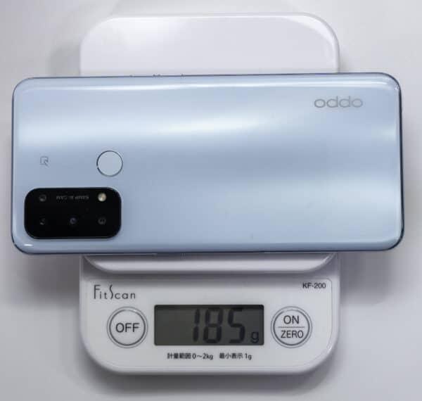 OPPO Reno5Aを計量器で計測すると、185gです。